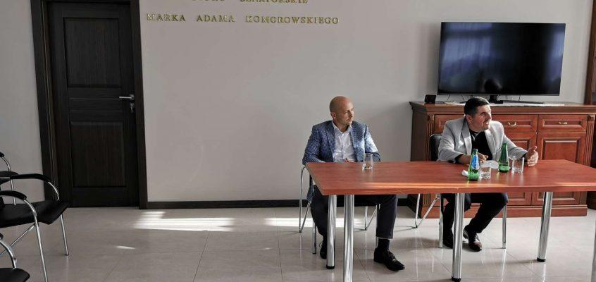 Przewodniczący Rad Powiatowych Podlaskiej Izby Rolniczej w Łomży Zdzisław Łuba i w Zambrowie Wojciech Łuba wraz z delegatami spotkali się z Senatorem RP  Markiem Adamem Komorowskim